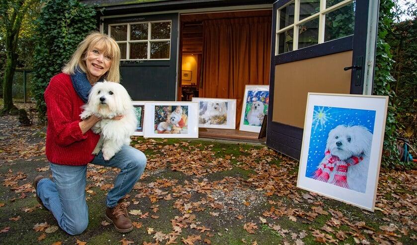 De Larense kunstenares Annemarie Bitter is gek op haar hondje Doortje.