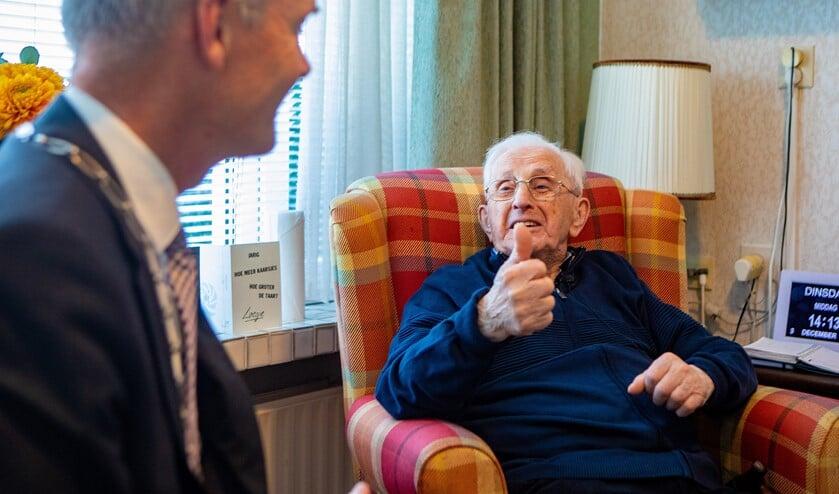 Jan Nijmanting woont met hulp nog steeds zelfstandig, ook al is hij vandaag 103 geworden.