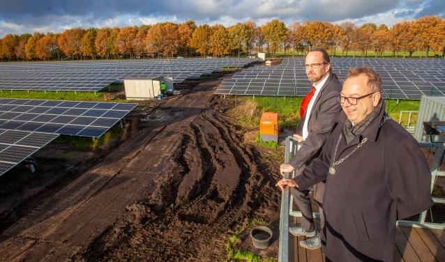 19.000 zonnepanelen vormen sinds oktober de zonneweide in Eemnes.