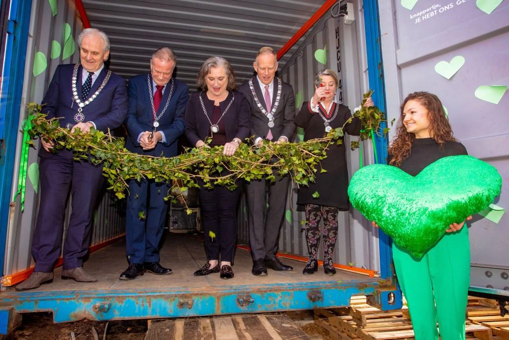 De vijf burgemeesters openden De Groene Afslag.  Foto: Bob Awick © Enter Media