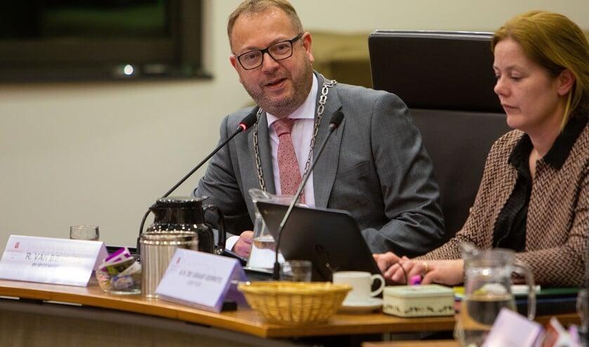 Burgemeester Roland van Benthem.