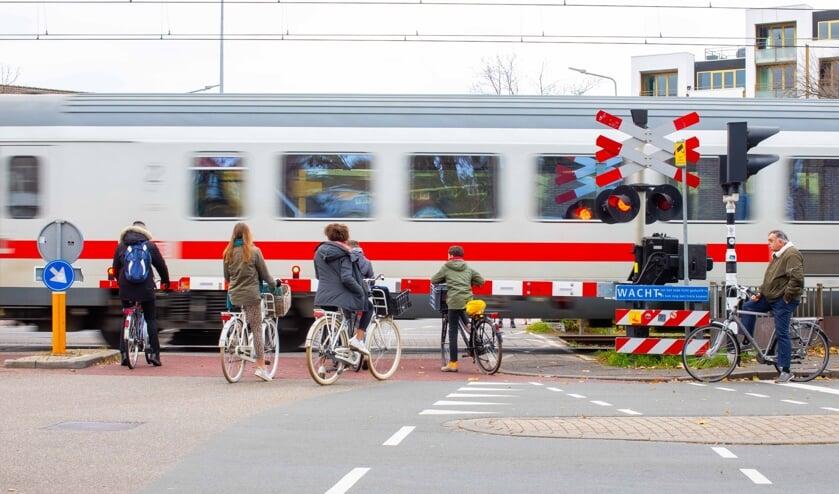 Er blijft gesteggel over de beste verkeersoplossing bij de kleine spoorbomen.