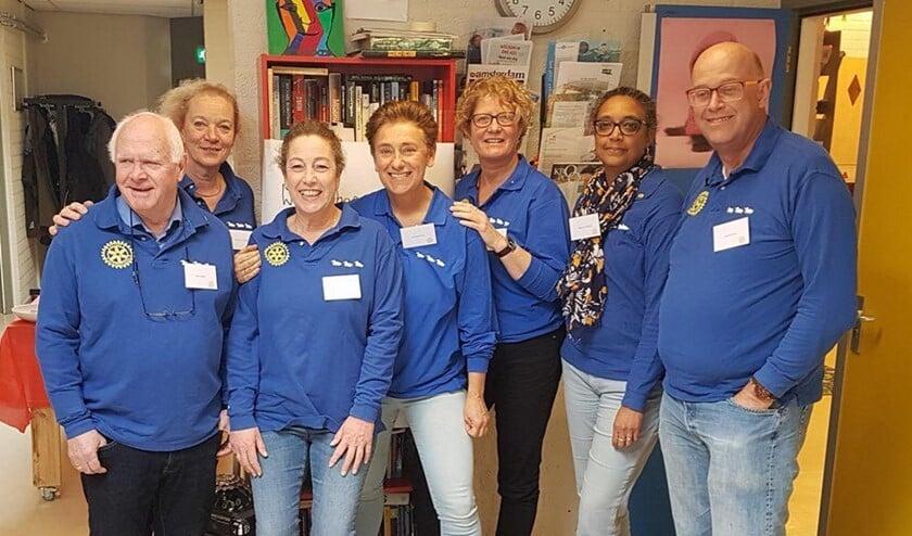 Leden van Rotary Diemen in 't Kruidvat.