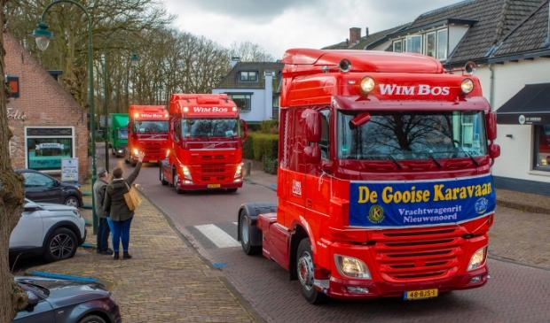 Maart: Hier trekt de karavaan door Laren. Foto: Bob Awick © Enter Media