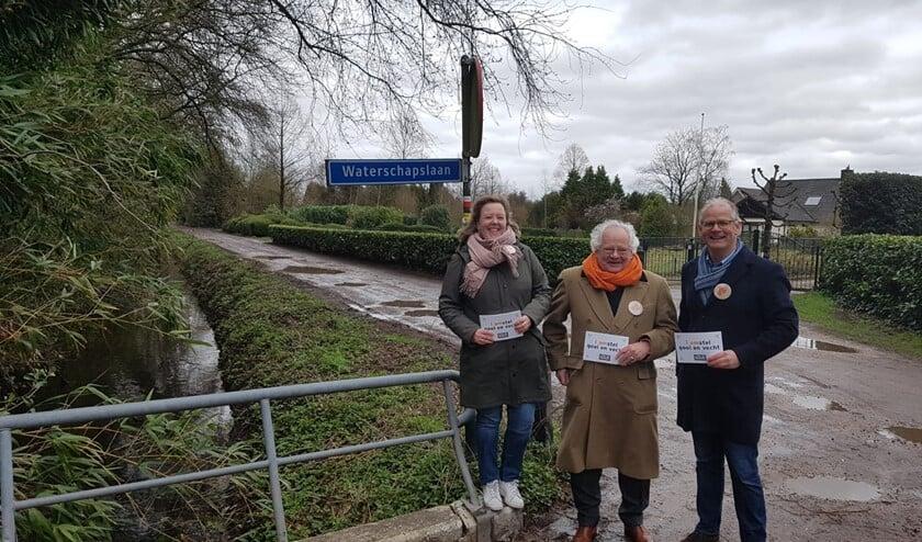 Bert Barkmeijer (m) samen met Peter Smit (lijsttrekker VVD Waterschap AGV) en Marjolein Groot Koerkamp-Kappert.