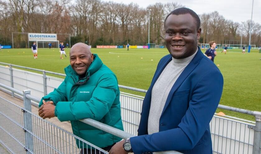 Assistent Guus Uhlenbeek en hoofddtrainer Kwadjo Boateng langs de lijn bij BFC.