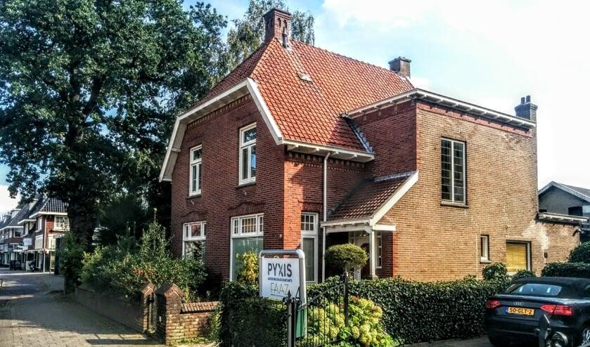 De (inmiddels gesloopte) villa aan de Huizerweg waar het allemaal om draait.