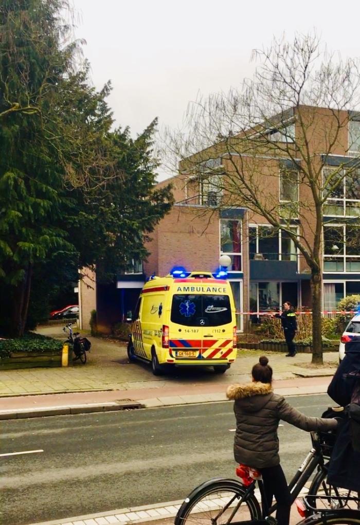 Twee ambulances, één met sirene richting Traumahelicopter vertrokken Yiskah van der Hulst © Enter Media
