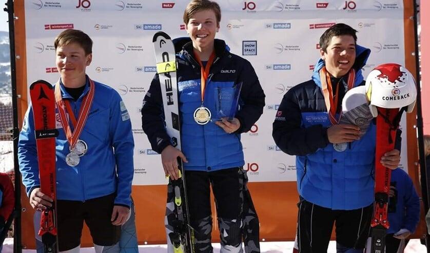 Derek (l) met zijn zilveren medailles.