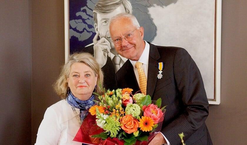 Jan Rinzema samen met burgemeester Kruisinga.