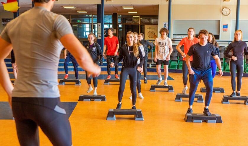 Op je vrije zaterdag sporten op je school: het in Frankrijk populaire steps.