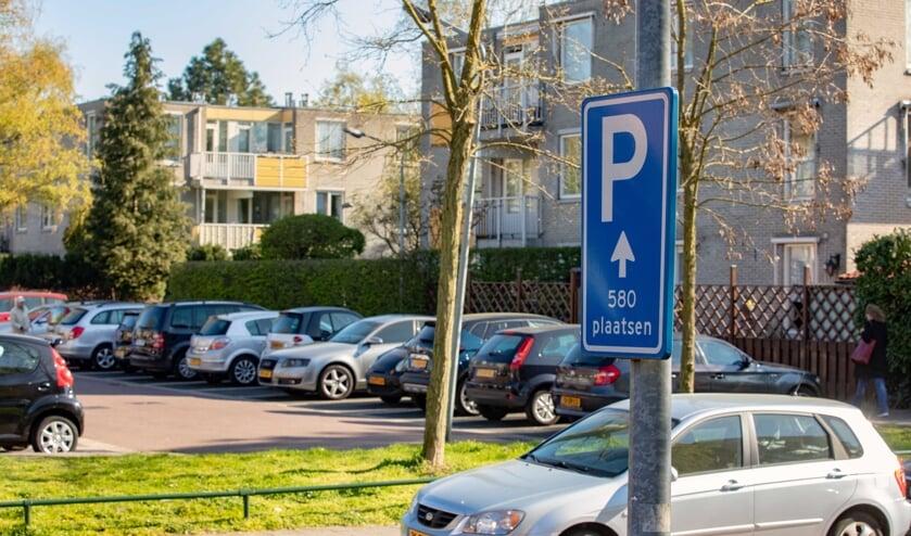 Hoge parkeerdruk en veel smalle parkeerplekken in de buurt rondom Tergooi.