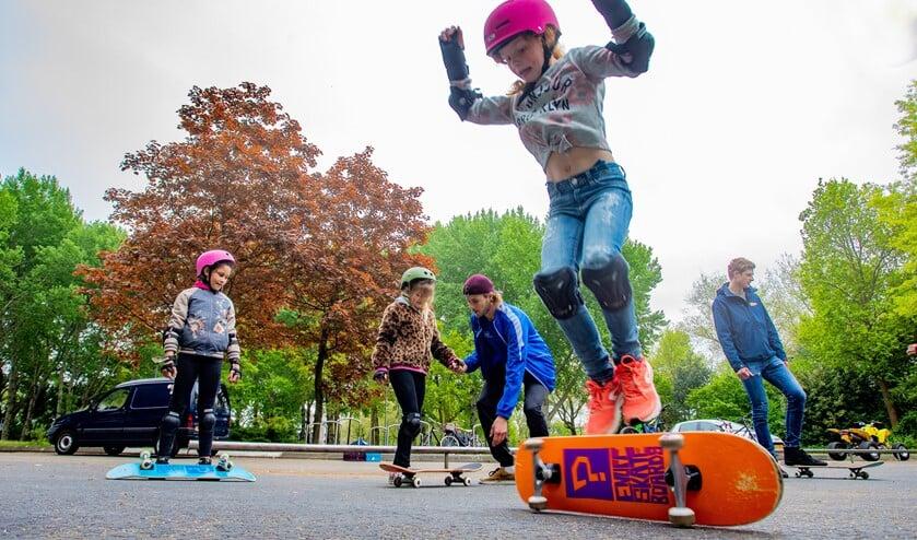 Dinsdagmiddag waren er skateboardtrainingen.