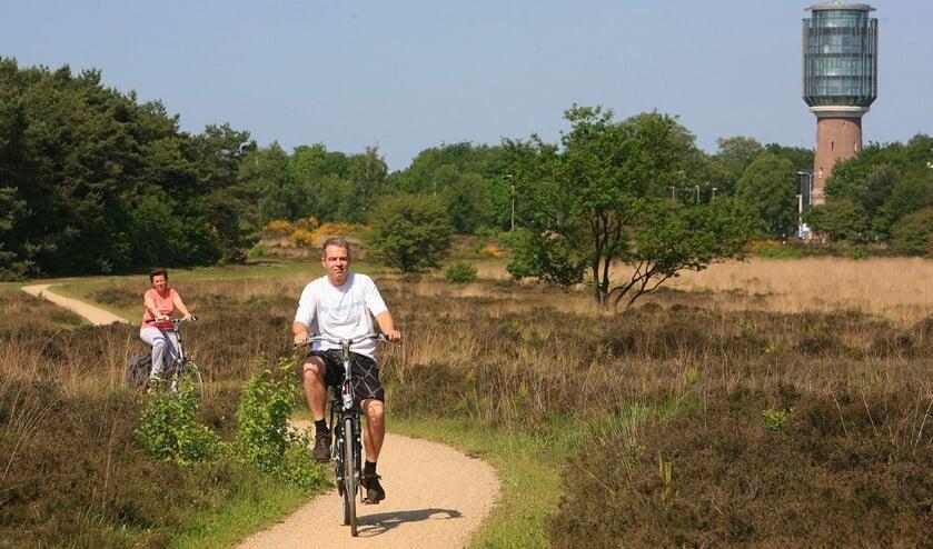 Elke avond wordt er een tocht van maximaal 25 kilometer gefietst door Huizen en omgeving.