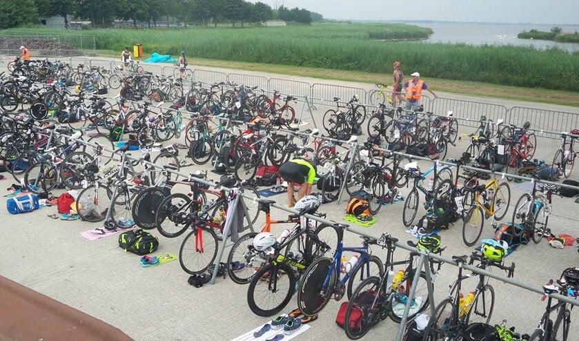 Om honderden sporters veilig te kunnen laten deelnemen, zijn veel vrijwilligers nodig.