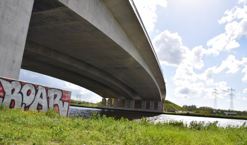 De herstelwerkzaamheden aan de brug zijn al gestart.