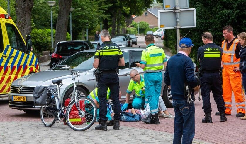 Bij de botsing liep een van de fietssters een hoofdwond op.