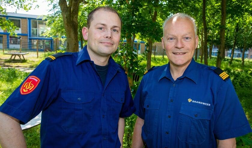 Joost Schaapherder (links) wordt wijkbrandweerman in Blaricum en Hans Schotsman in Laren.