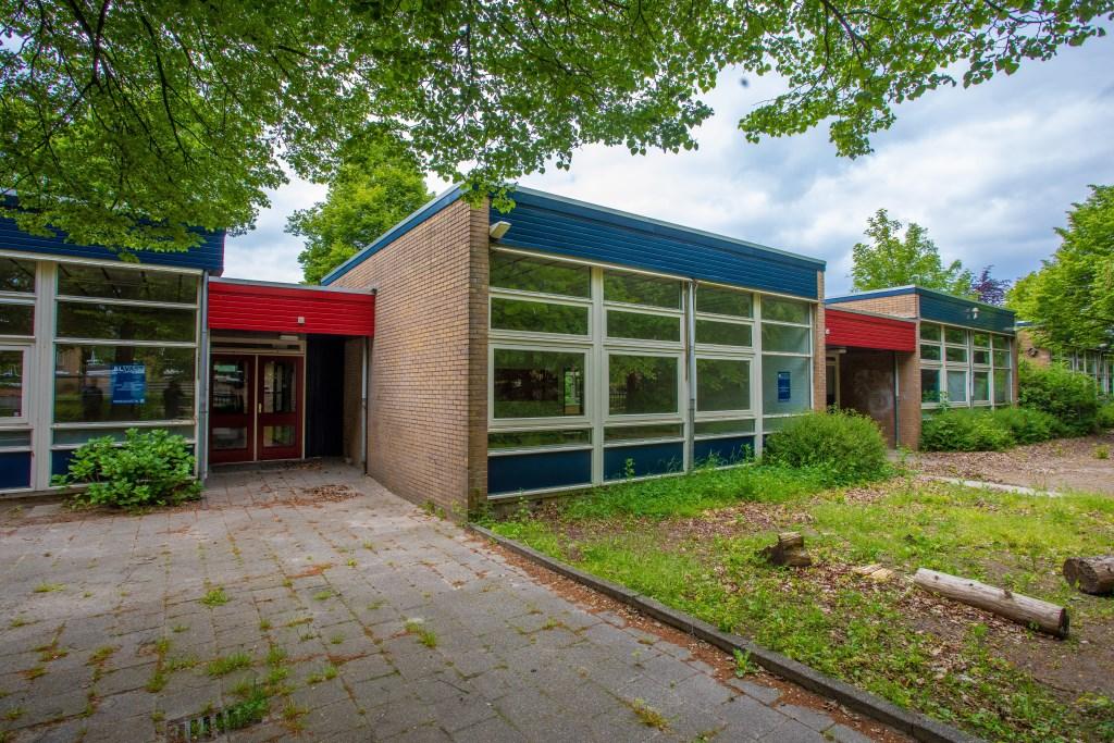 Het schoolgebouw aan de Aartseveen 96. Foto: Bob Awick © Enter Media