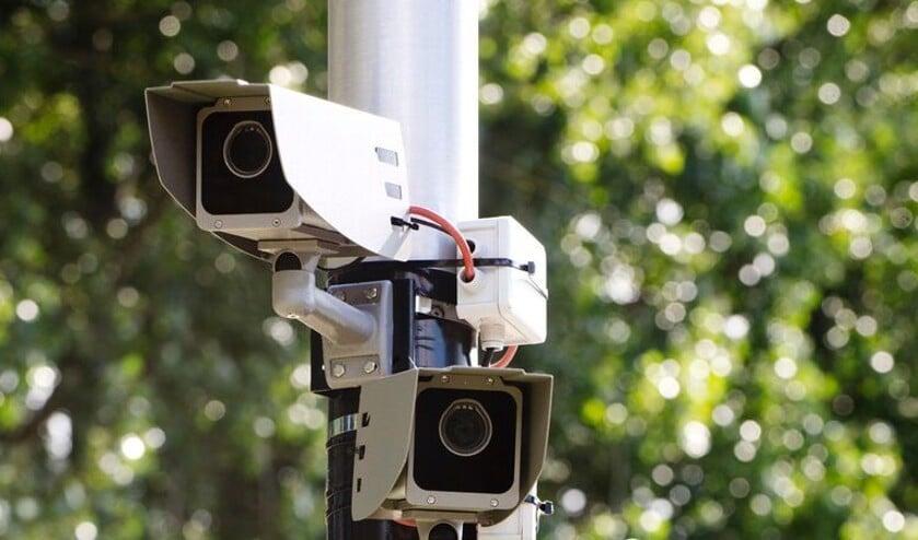camera's houden de kermisklanten in de gaten.