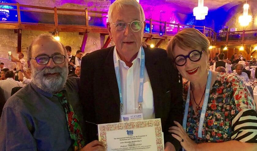 V.l.n.r.: professor Marco Ceccarelli, Teun Koetsier en zijn partner Ineke Hilhorst.