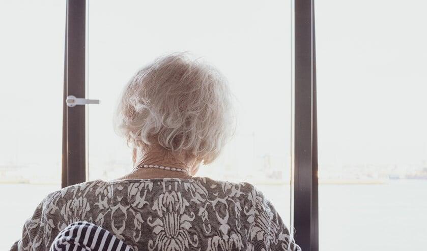 Ouderen gaan een eenzame tijd tegemoet in verpleeghuizen en woonvormen met zorg.