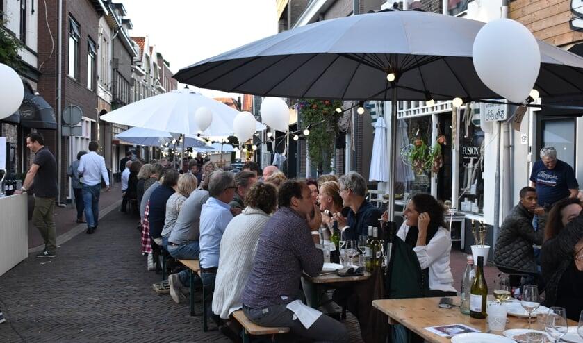 De langste eettafel op zondag is al bijna uitverkocht.