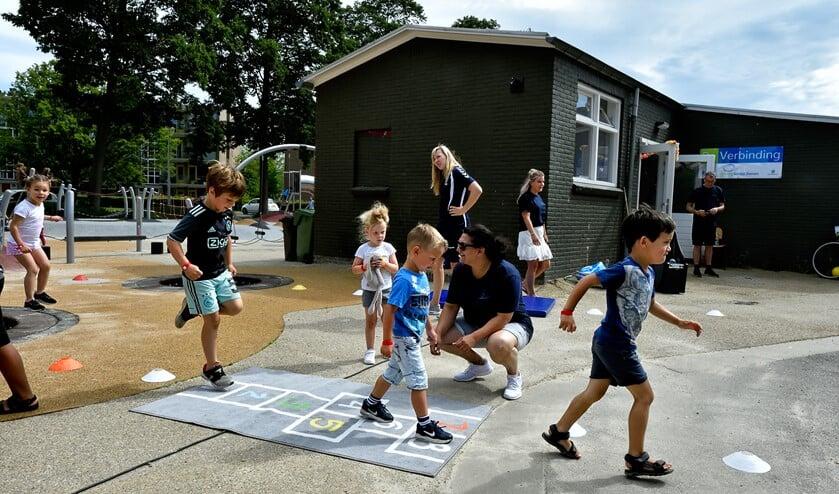 Kinderen spelen bij De Verbinding.