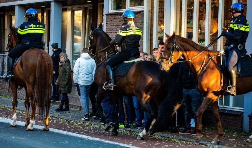 De politie moest handelend optreden tijdens de intocht van Sinterklaas in Hilversum.