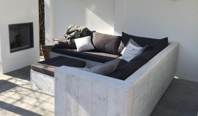 Loungebank van steigerhout.