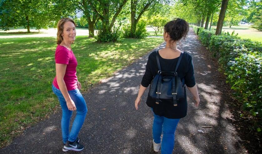 Linda en Esther denken aan het starten van bijvoorbeeld een wandelclubje.