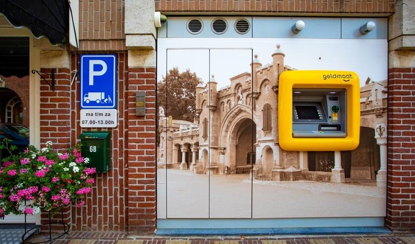 De automaat is door de foto er achter heel er lokaal geworden.
