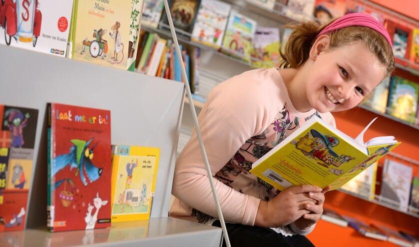 Een regelmatig bezoek aan de bibliotheek stimuleert lezen en maakt het leuker.