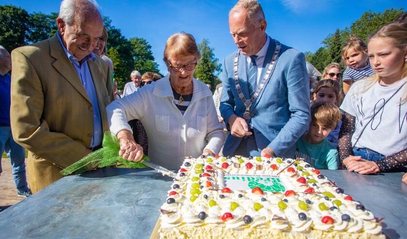 De burgemeester mocht de opening verrichten.