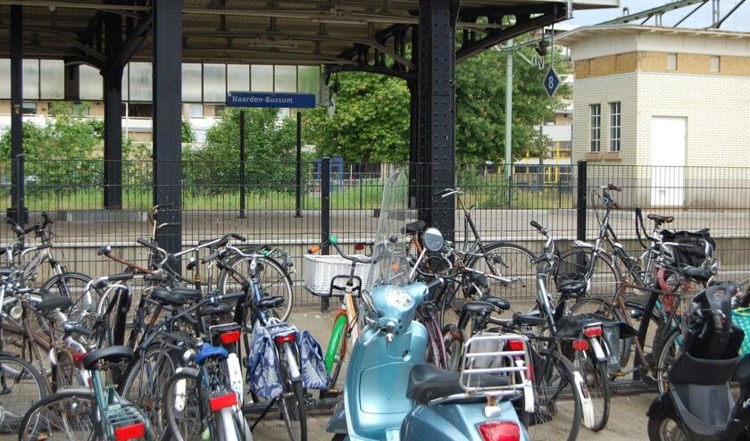 Vooral bij de stations worden veel fietsen gestolen. Graveren helpt om dieven te pakken te krijgen.
