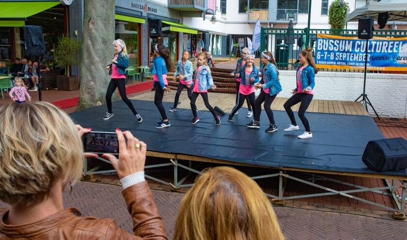 <p>Een dansoptreden bij Bussum Cultureel vorig jaar. Foto: Bob Awick</p>
