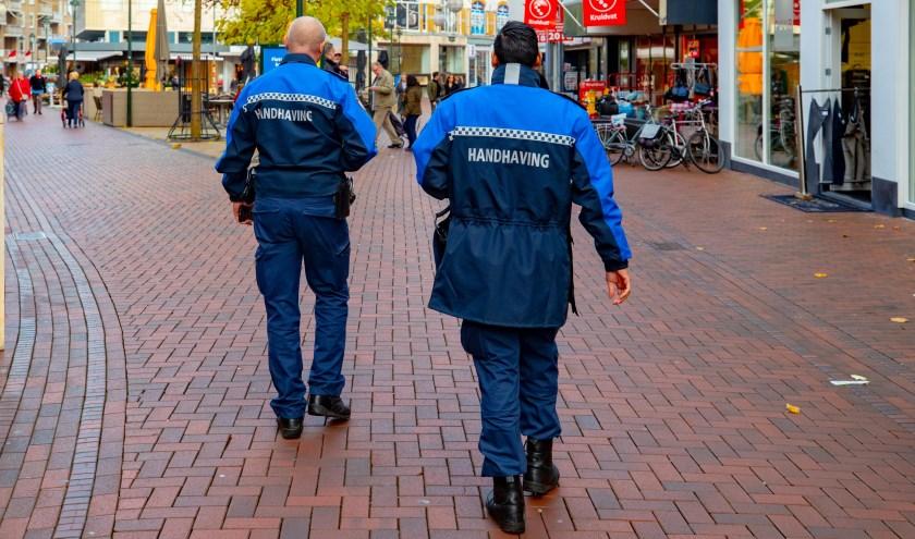 Vrijdag loopt de burgemeester een paar uur stage bij de Hilversumse handhaving.