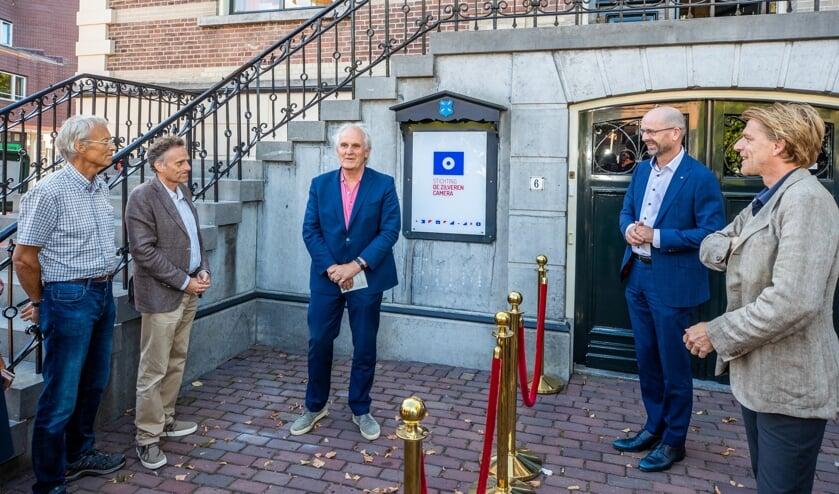 Burgemeester Pieter Broertjes nam het woord voordat hij het kantoor officieel opende.