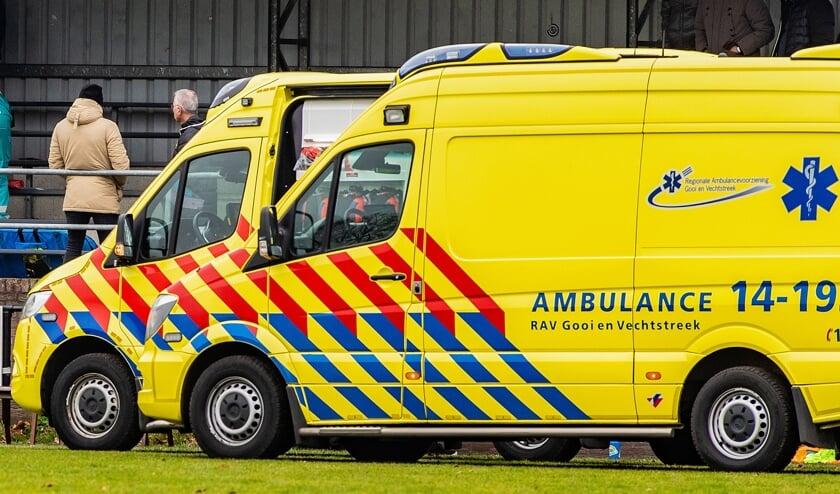 De ambulance bracht de man nog naar het ziekenhuis.
