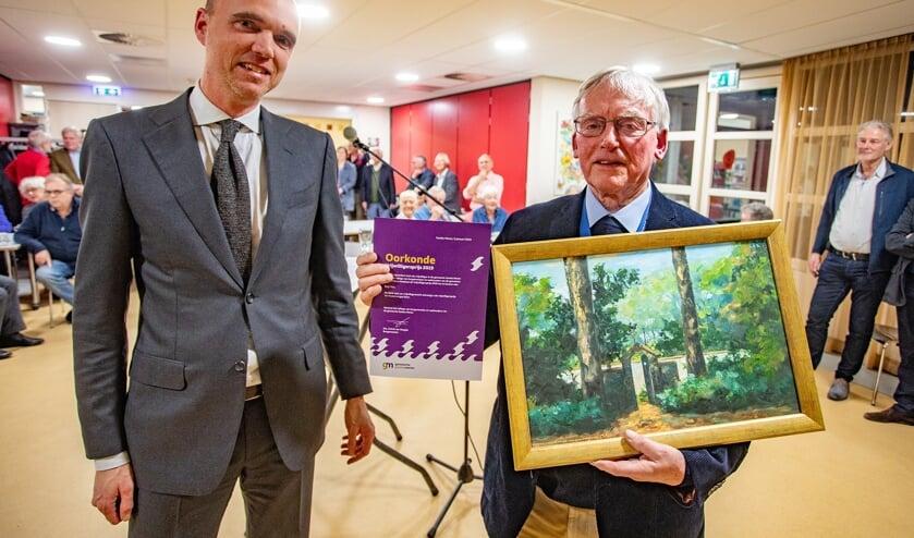 Bep Vos kreeg de prijs van wethouder Geert-Jan Hendriks.
