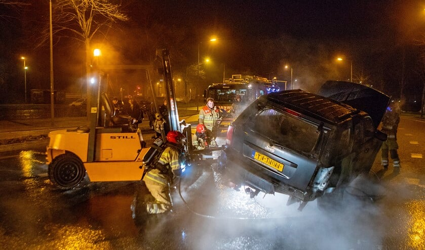 De afgevoerde auto vatte opnieuw vlam.