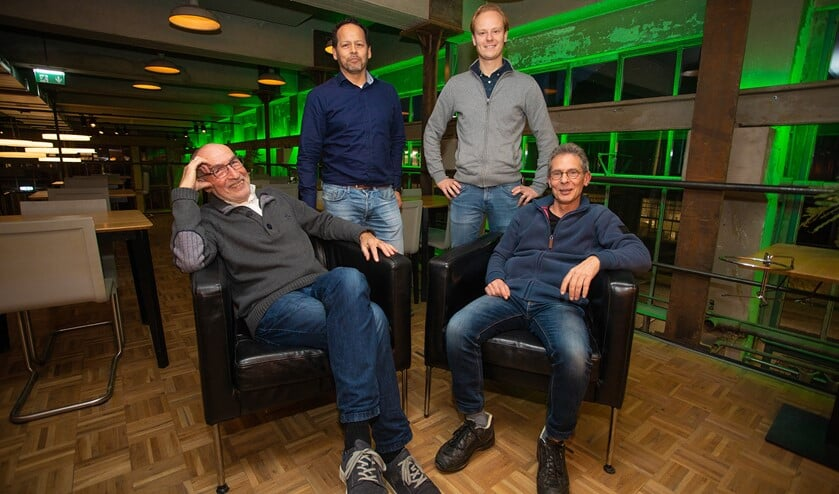 Van links naar rechts: Gerrit Oorschot, Greg van Eijk, Stefan de Groot en Nico Voskamp van de Coöperatie HuizenDuurzaam.