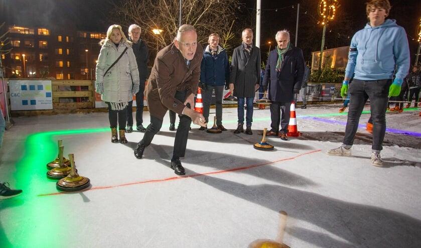 Ook de burgemeester speelde eerder deze week een potje Curling.