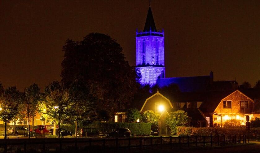 <p>De Hervormde kerk in Eemnes is blauw uitgelicht vanwege het 75-jarig bestaan van de Verenigde Naties.</p>