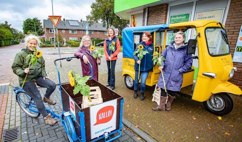 <p>De bakfiets van Buurten met Buren en tuktuk van Versa Welzijn stonden vorige week op tien verschillende plekken in Huizen.</p>
