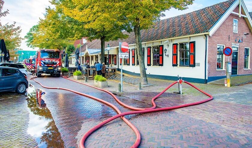 <p>Brandweer rukte massaal uit voor de brand, die lastig te vinden was.</p>