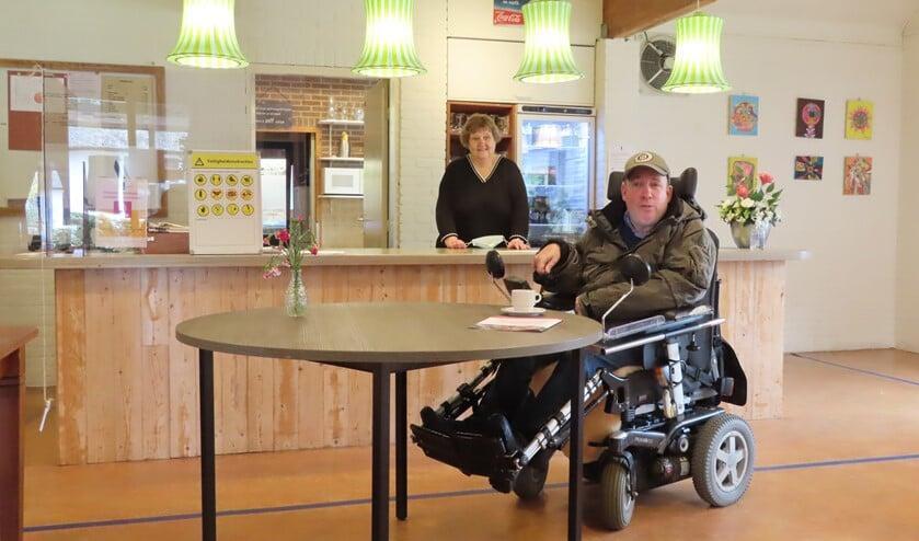 <p>Wijkcentrum &#39;t V&ucirc;ronger beschikt nu ook over twee hogere tafels, waar mensen in een rolstoel goed onder kunnen rijden.</p>