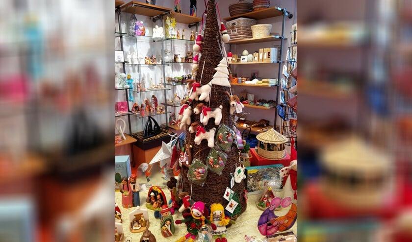 <p>De kersttafel staat weer in de wereldwinkel.</p>