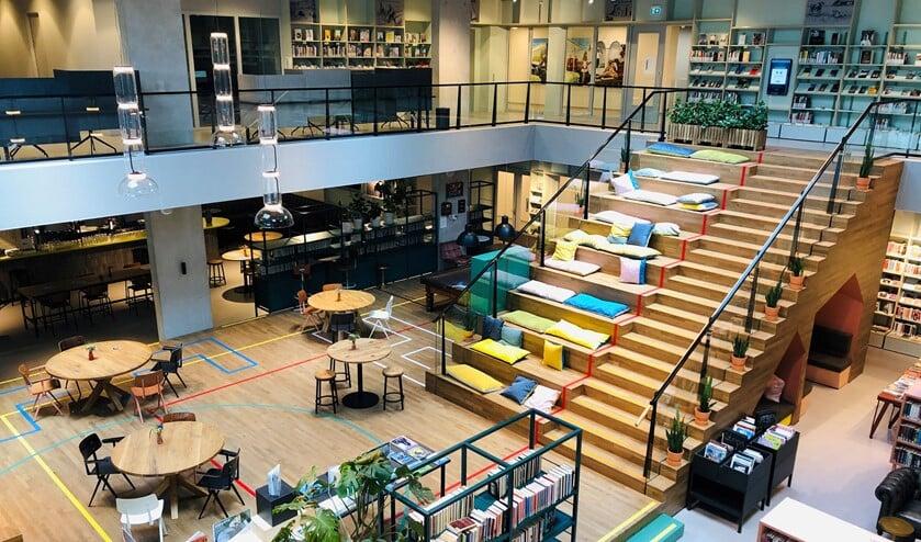 <p>De bibliotheek in het Huis van Eemnes werd geroemd om zijn vele faciliteiten en brede programma.</p>