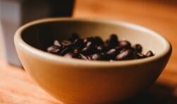 Een koffieautomaat zakelijk aanschaffen of leasen: de grootste verschillen